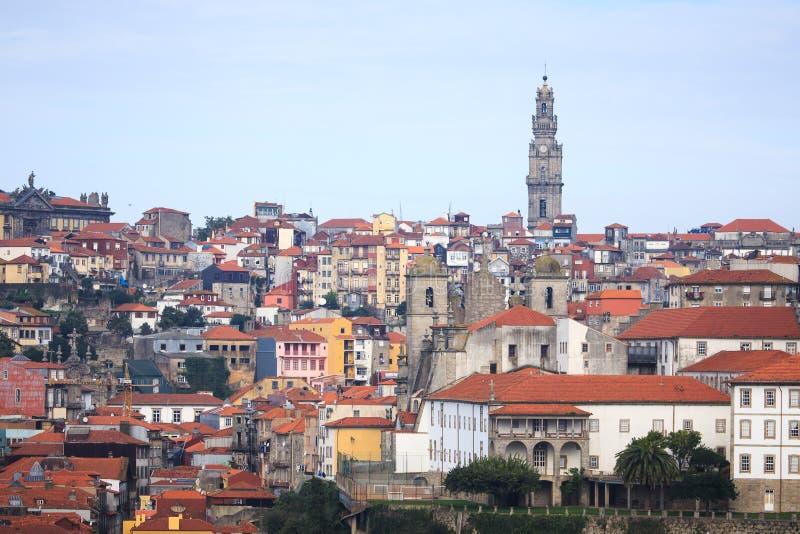 Temps clair dans la ville de Porto Vieille ville Toits carrelés rouges de photographie stock