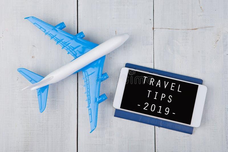 Temps d'aventure - avion, passeport et smartphone avec le texte image libre de droits