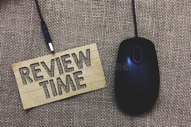 Temps d'examen des textes d'écriture de Word Concept d'affaires pour la situation ou le système son examen formel par des élém. d photo libre de droits