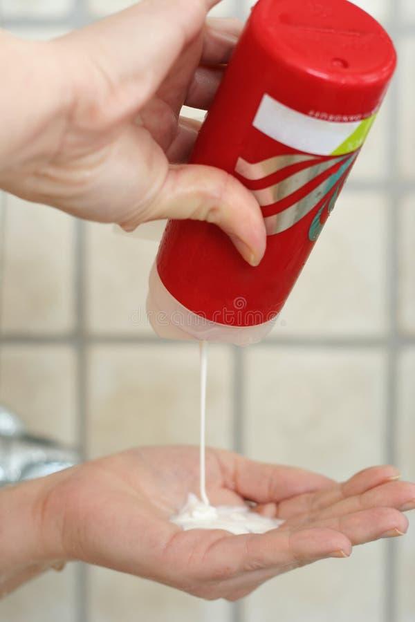 Download Temps de Bath image stock. Image du crème, femme, pour - 726851