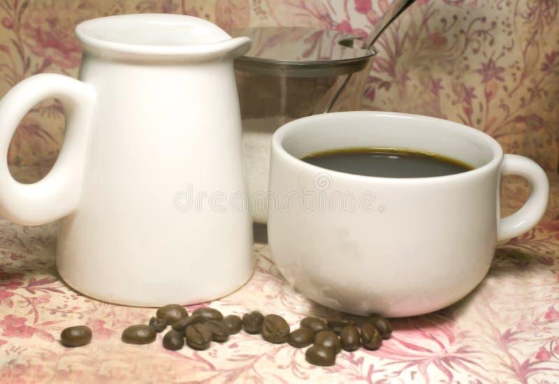 Download Temps de café image stock. Image du arome, porcelaine - 4350451
