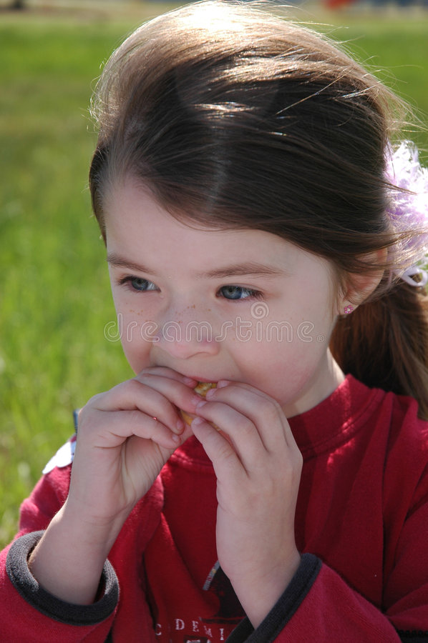 Temps de casse-croûte d'enfants photo stock