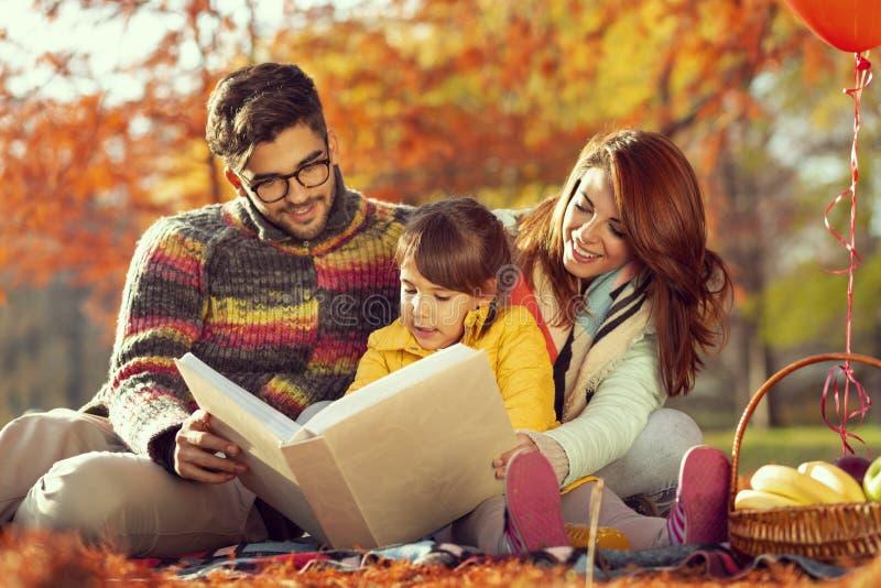 Temps de fabulation de jour d'automne images stock