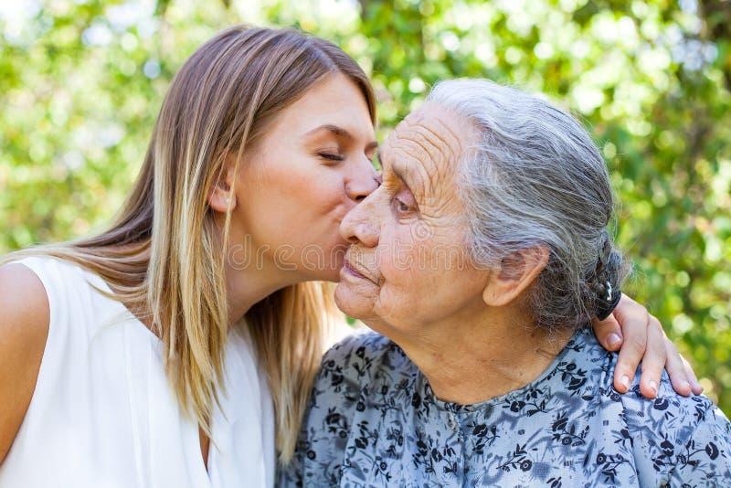 Temps de Familiy - baiser photographie stock