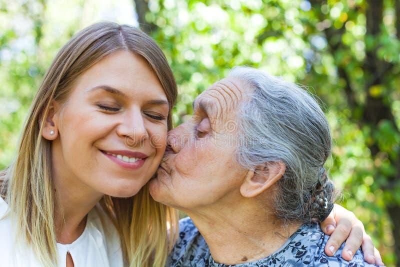 Temps de Familiy - baiser image libre de droits