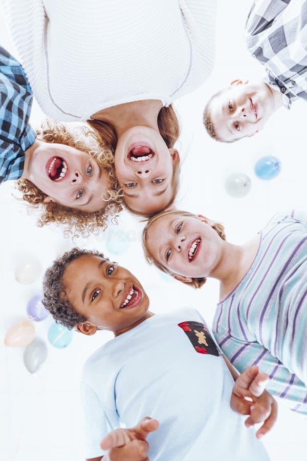 Temps de jeu dans le jardin d'enfants images stock