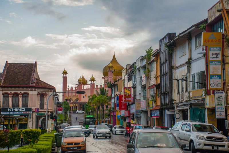 Temps de jour de Mosqueat de ville de Kuching, Sarawak, Malaisie Masjid Bahagian image libre de droits