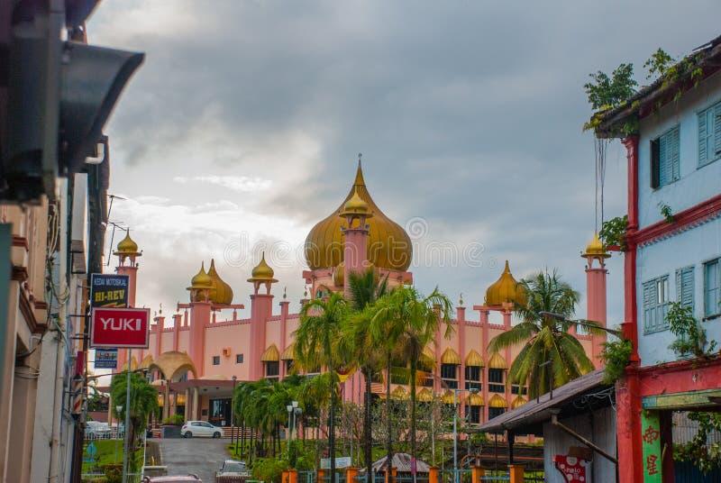 Temps de jour de Mosqueat de ville de Kuching, Sarawak, Malaisie Masjid Bahagian images libres de droits
