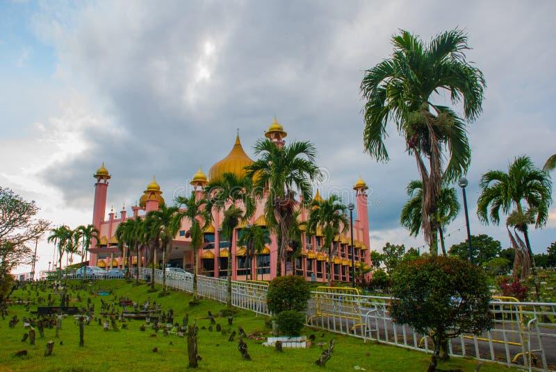 Temps de jour de Mosqueat de ville de Kuching, Sarawak, Malaisie Masjid Bahagian images stock
