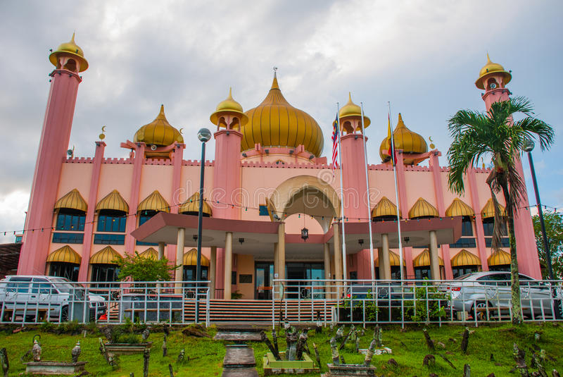Temps de jour de Mosqueat de ville de Kuching, Sarawak, Malaisie Masjid Bahagian photo libre de droits