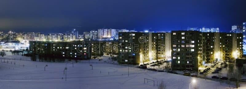 Temps de l'Union Soviétique de paysage urbain dans la nuit à la saison d'hiver image stock