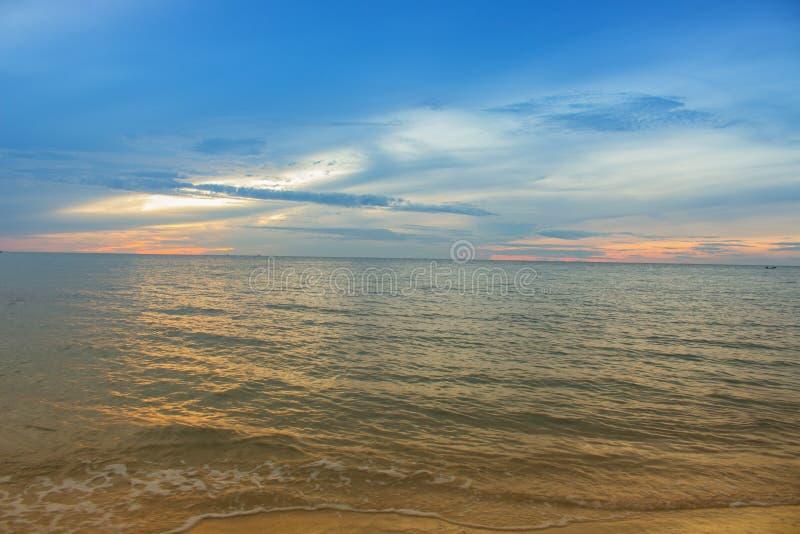 Temps de matin de lever de soleil avant Sembler chaud à froid SK colorée de filtre images libres de droits