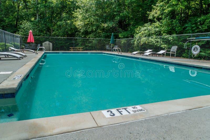 Temps de piscine pendant les jours d'été chauds images libres de droits