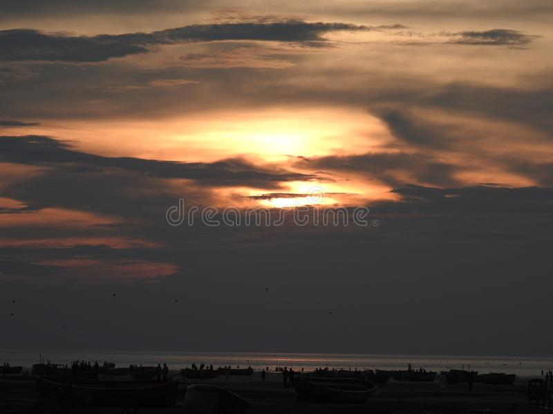 Temps de soirée à la plage de mer de Kattli, Chitagong photos libres de droits