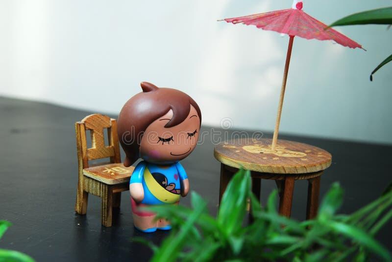 Temps de vacances d'une poupée de fille image libre de droits