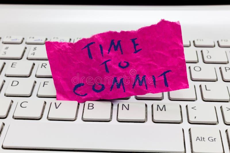 Temps des textes d'écriture de Word de commettre Concept d'affaires pour l'engagement ou l'obligation qui limitent la liberté d'a images stock