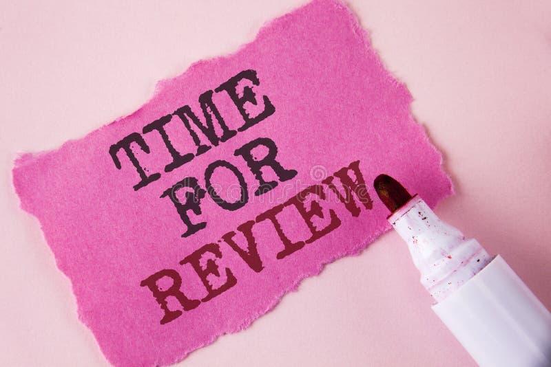 Temps des textes d'écriture de Word pour l'examen Concept d'affaires pour donner l'essai ou le produit Qualify du travail de taux photos stock