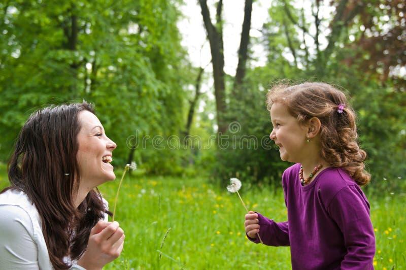 Temps heureux de durée - mère avec l'enfant photo stock