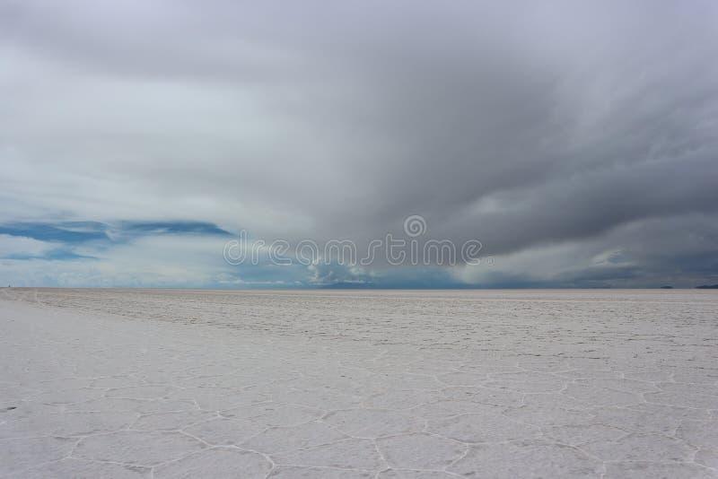 Download Temps Orageux Au Sel D'Uyuni Plat Image stock - Image du rassemblement, cadre: 87703915