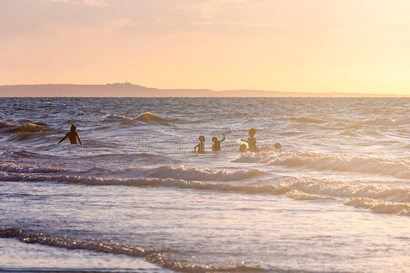 Temps paisible à la plage image stock