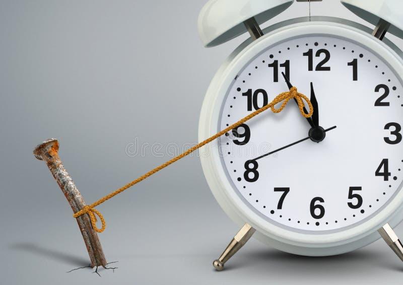 Temps sur l'arrêt de réveil par le clou, concept de retard photographie stock