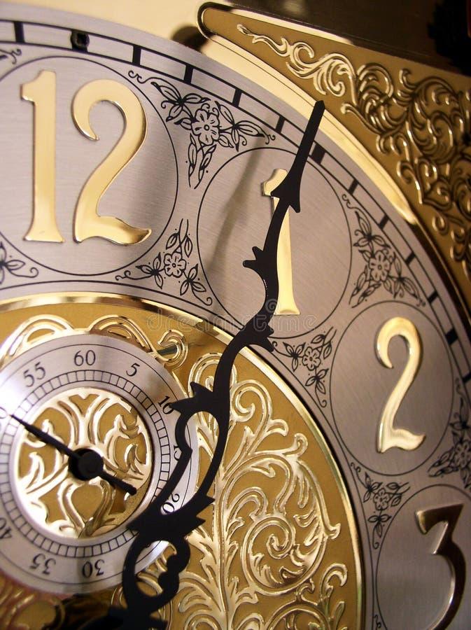 Temps sur une horloge première génération images stock