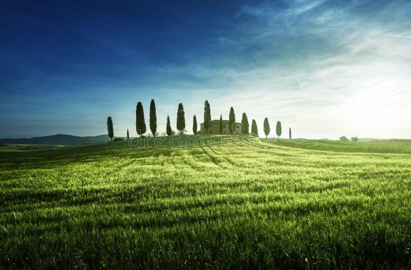 Temps toscan classique de coucher du soleil de vues au printemps, Pienza, Italie photographie stock libre de droits