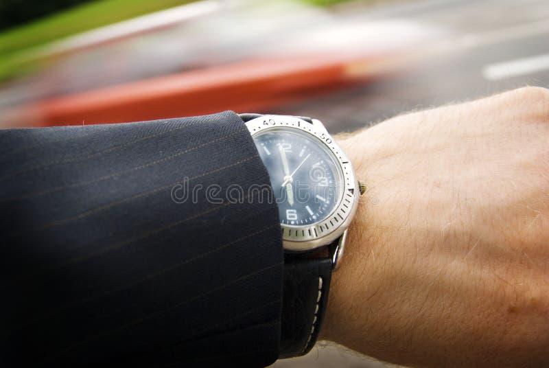 Temps, véhicule, montre, fond de main images stock