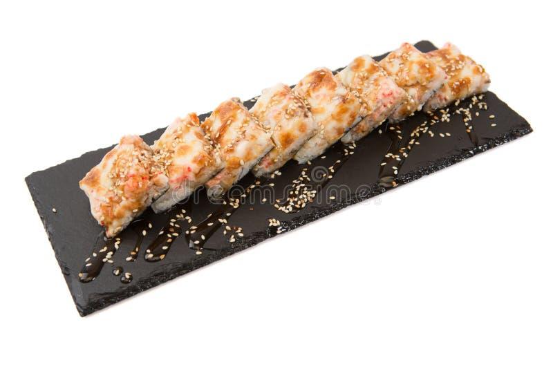Tempura Maki Sushi - Fried Roll profondo fatto del formaggio cremoso crudo fresco del salmone, dell'avocado e dentro Sushi fritti fotografie stock