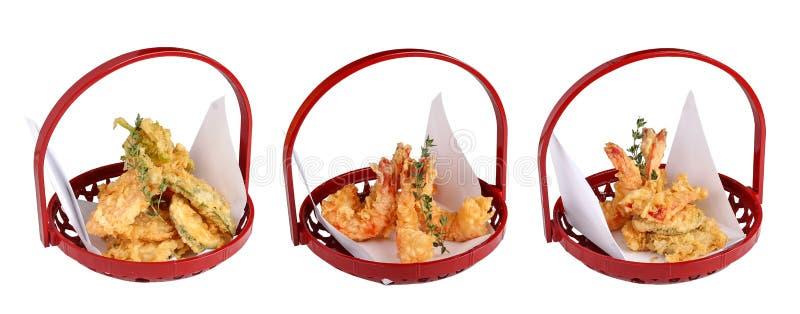 Tempura mit Meeresfrüchten Japanischer traditioneller Teller Auf einem wei?en Hintergrund stockbild