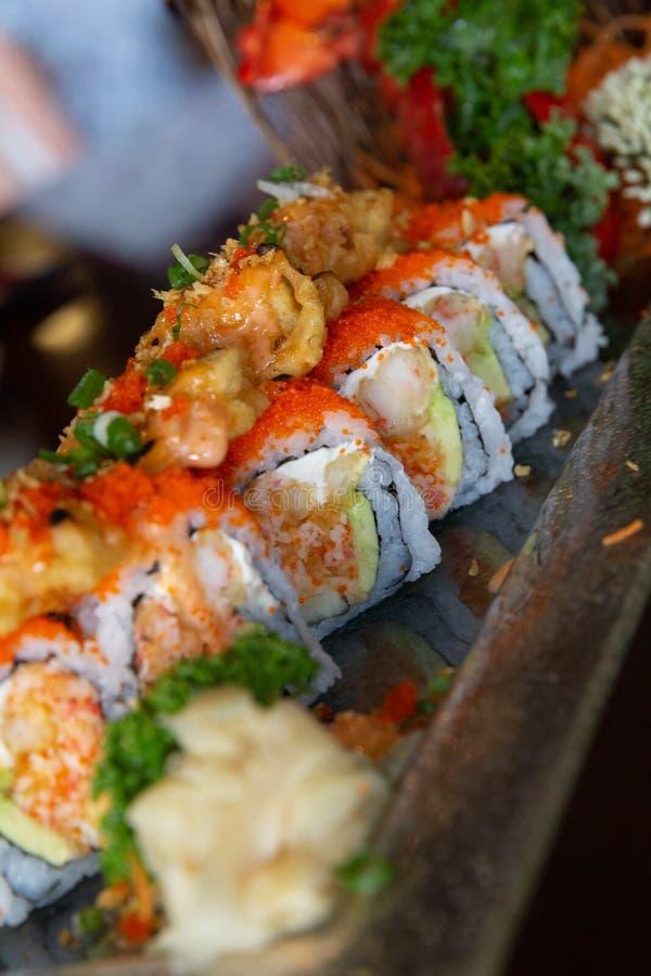 Tempura-Sushi-Rolle lizenzfreies stockbild