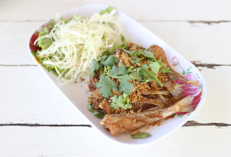 Ten Tajlandzcy foods SREBNA SILLAGO ryba z smażącym czosnku pieprzem obrazy stock