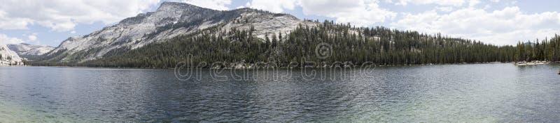 Tenaya湖在Tuolumne草甸,优胜美地,加利福尼亚 图库摄影