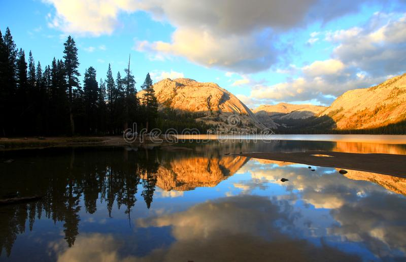Tenaya See in Nationalpark lizenzfreie stockfotos