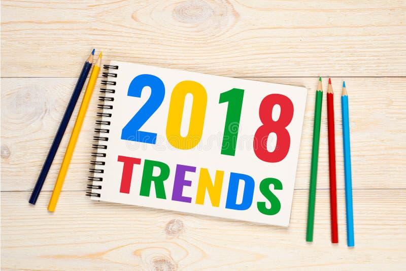 2018 tendências, texto colorido dos lápis fotos de stock royalty free
