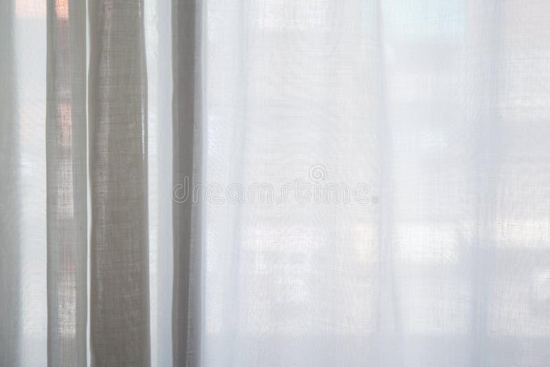 Tenda bianca dei precedenti di struttura della finestra del salotto fotografia stock libera da diritti