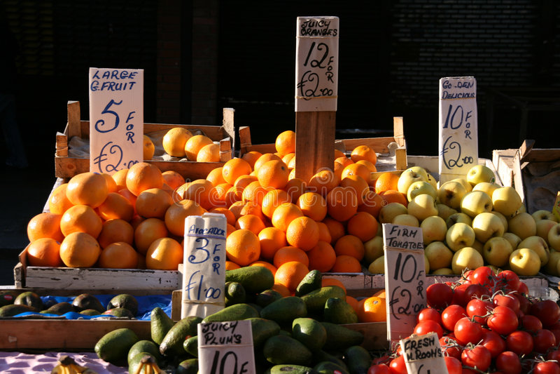 Tenda da fruta em Dublin imagem de stock