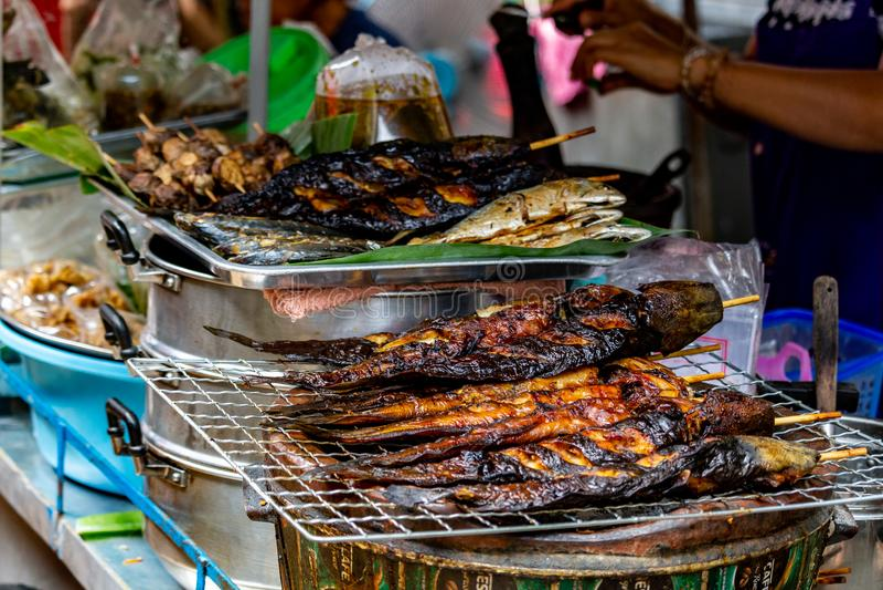 Tenda de rua grelhada de Banguecoque dos peixes imagens de stock royalty free