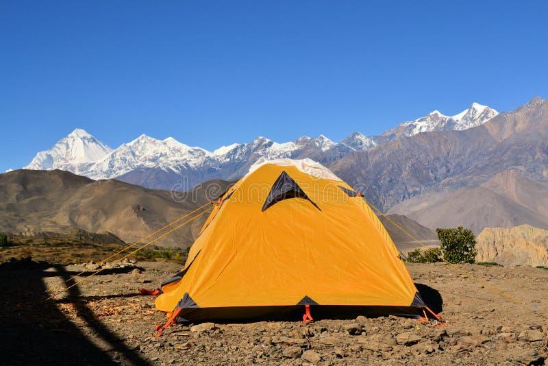 Tenda di campeggio al viaggio di Annapurna, Nepal immagine stock libera da diritti