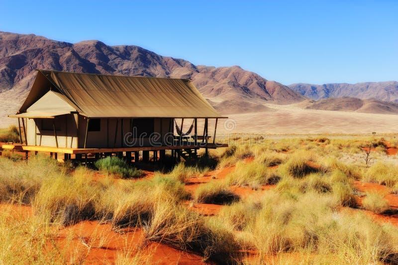 Tenda di safari nel deserto di Namib (Namibia) immagine stock libera da diritti