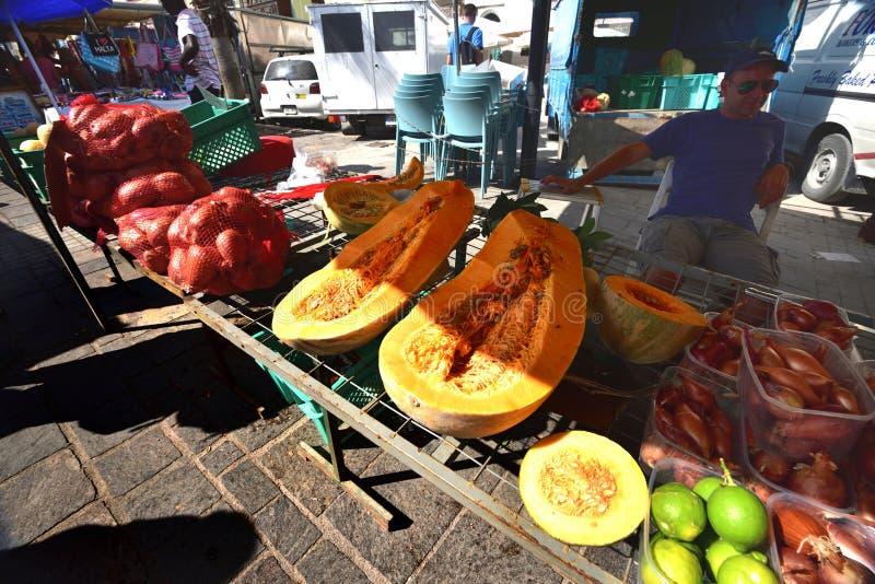 Tenda do fruto fresco no porto de Marsaxlokk fotos de stock