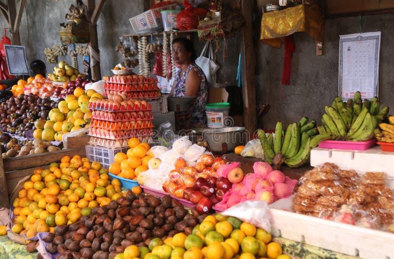 Tenda do fruto no mercado do Balinese imagem de stock royalty free