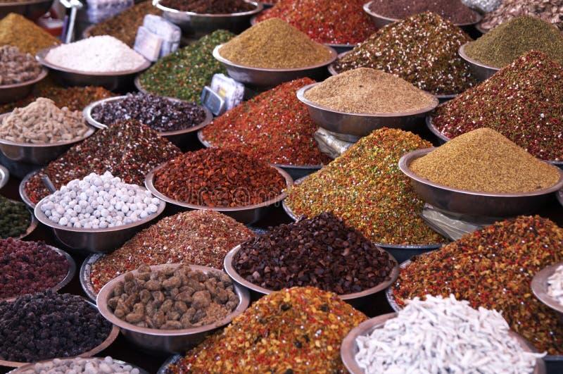 Tenda dos mercados que vende ingredientes fotografia de stock