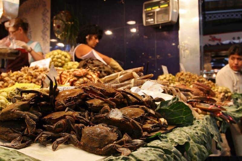 Tenda dos peixes no mercado do alimento de Boqueria do La, Barcelona, Catalonia imagens de stock
