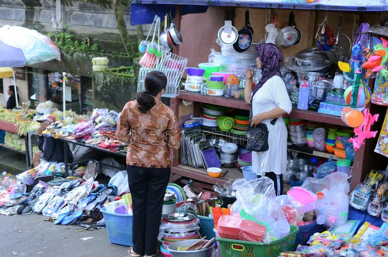 Tenda móvel do utensílio no mercado local em Bali, Indonésia imagens de stock