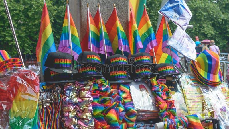 Tenda que vende Pride Paride Merchandise foto de stock royalty free
