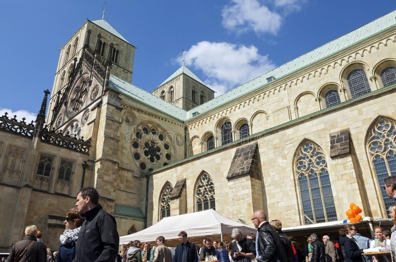 Tendas da catedral e do alimento de Saint-Paulus, nster do ¼ de MÃ fotos de stock royalty free