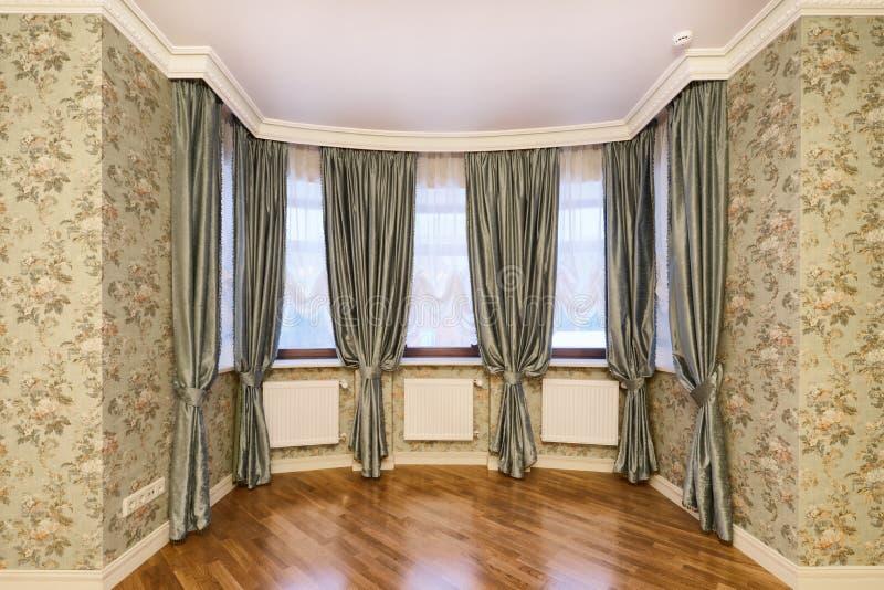 Tende della decorazione della finestra fotografia stock libera da diritti