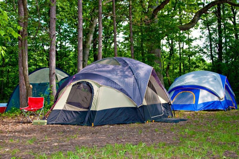 Tende di campeggio al Campground immagine stock