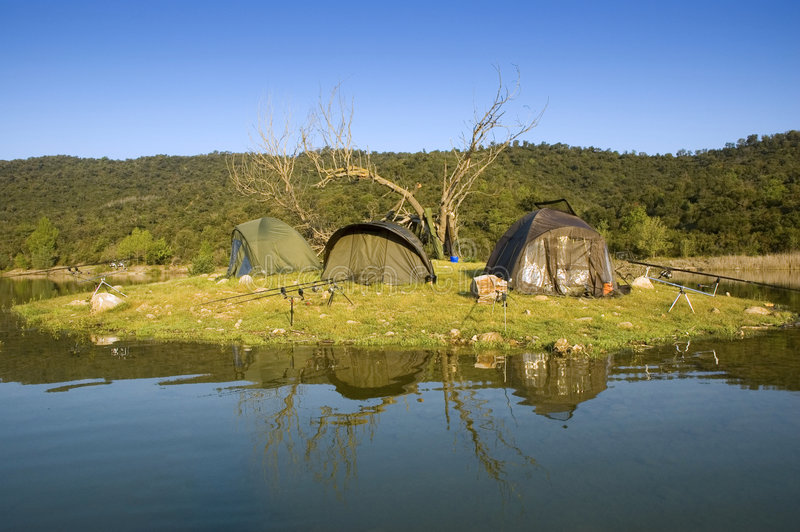 Tende di campeggio di Carpfishing immagini stock